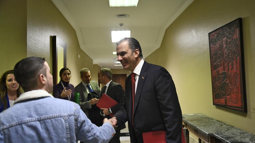 Ortega Smith se abre a estudiar la oferta del PP para que Cs y Vox tengan un puesto cada uno en la Mesa del Congreso