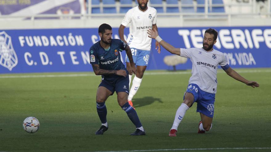 Un Tenerife sin recursos ofensivos sale vivo ante el líder Espanyol