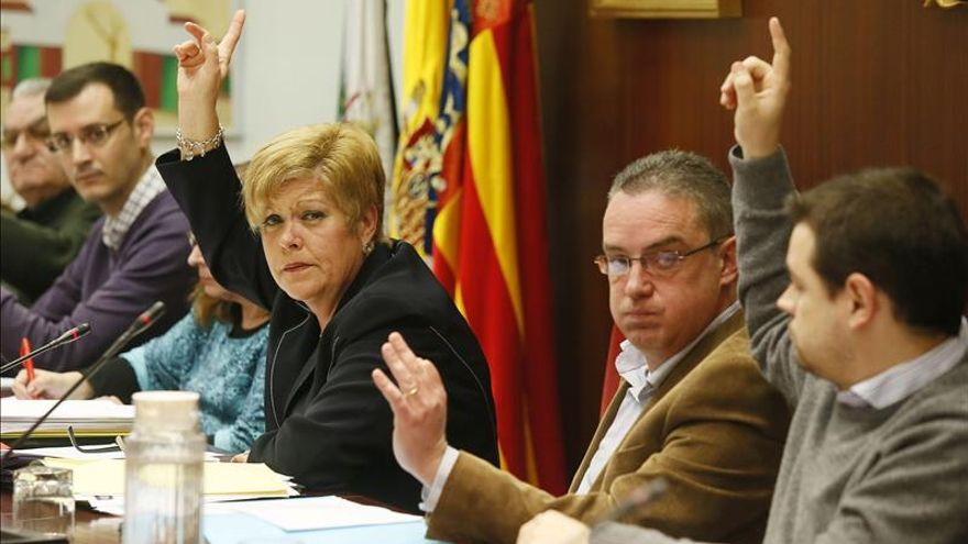El PP de Novelda impide reprobar a su alcaldesa y exconsellera procesada