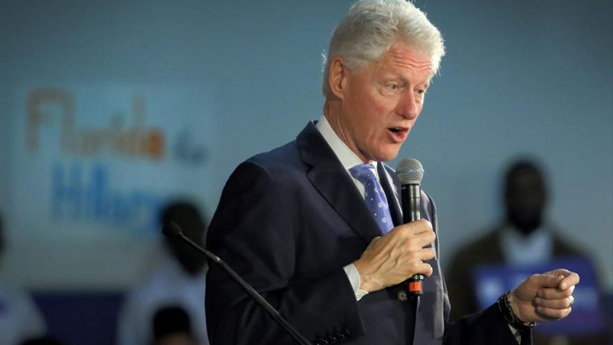 La primera ministra polaca pide a Bill Clinton que se disculpe por sus críticas a Polonia