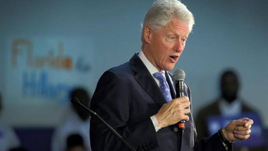 Bill Clinton en un acto de campaña en California.