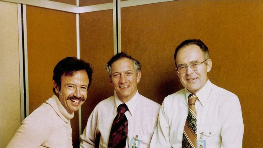 Andrew Grove, Robert Noyce y Gordon Moore, fundadores de Intel, con su microprocesador 8080 en 1978