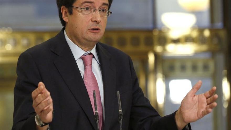 El PSOE pide que Felipe González explique su apoyo a un bróker del caso Panamá
