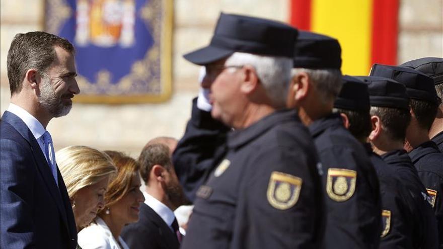 El Rey celebra con los antidisturbios los 25 años de esta unidad policial