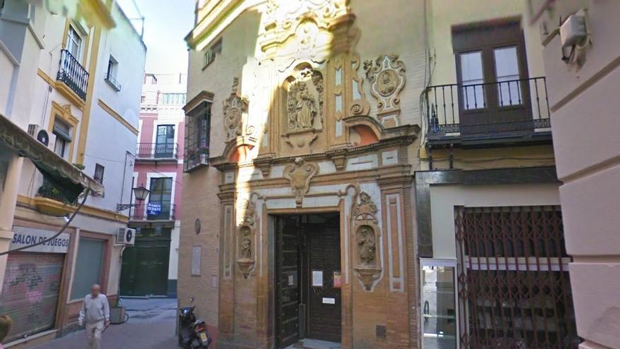 La fachada principal de la capilla, donde los cazadores de pokemones pueden captar puntos extra.