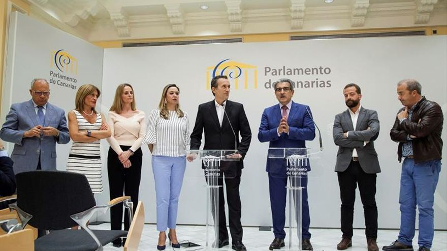 Portavoces y diputados de los seis grupos parlamentarios en el Parlamento de Canarias