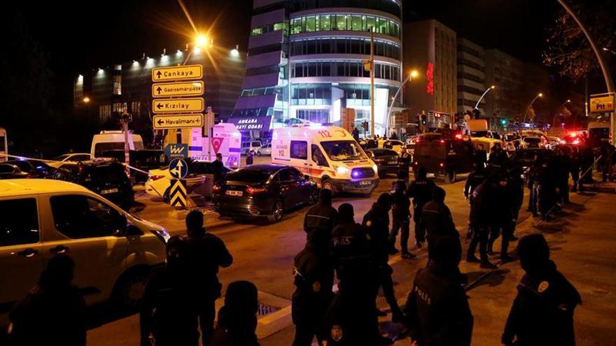 La policía detiene a un hombre que disparó en la embajada de EEUU en Ankara