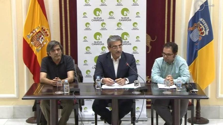 Román Rodríguez (NC), Gustavo Santana (UGT) y Carmelo Jorge (CCOO) durante una rueda de prensa