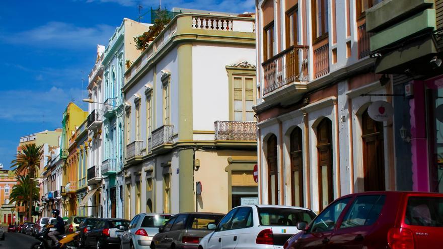Casas de colores en la Calle Perojo.