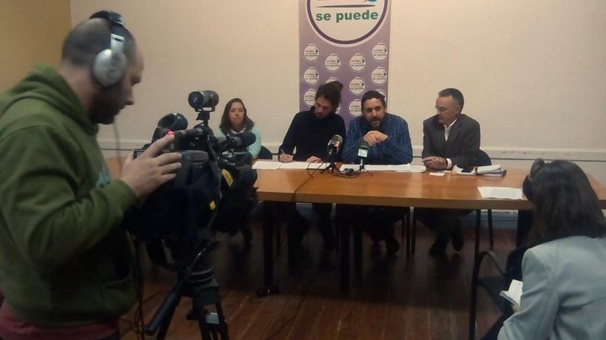 Rueda de prensa de los representantes de Unid@s se Puede y el diputado nacional de Podemos por Santa Cruz de Tenerife, Alberto Rodríguez / Foto de Unidos se Puede en Twitter