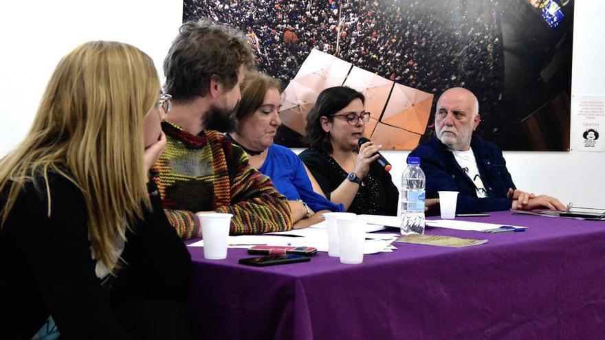 Mesa redonda de Podemos 'La trama del robo de menores en Canarias, toda una vida buscándose, proponemos una Ley para dar soluciones'