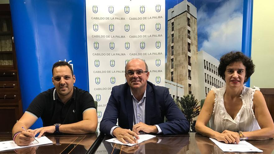 Firma del convenio entre el Cabildo y el Ayuntamiento de Breña Alta.