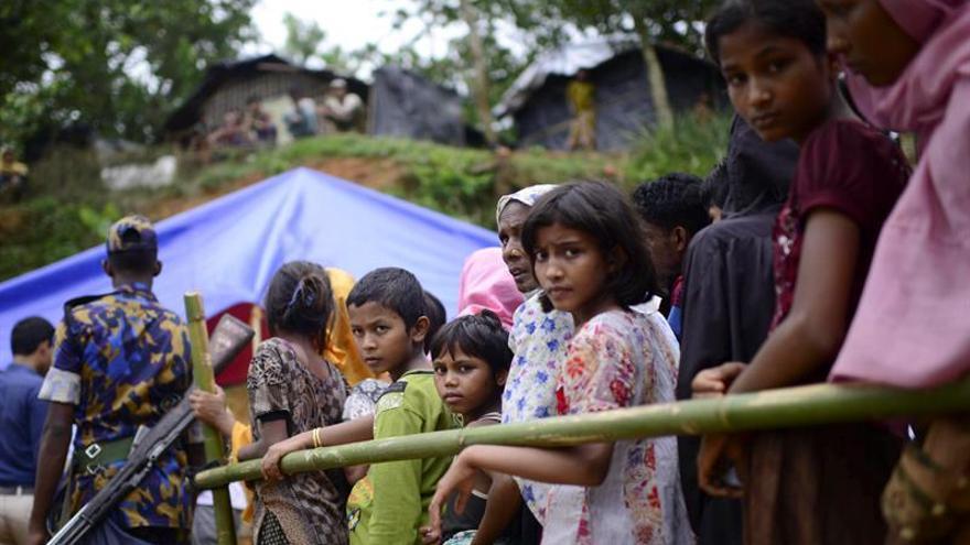 La llegada de refugiados rohinyás a Bangladesh se estabiliza con casi 430.000