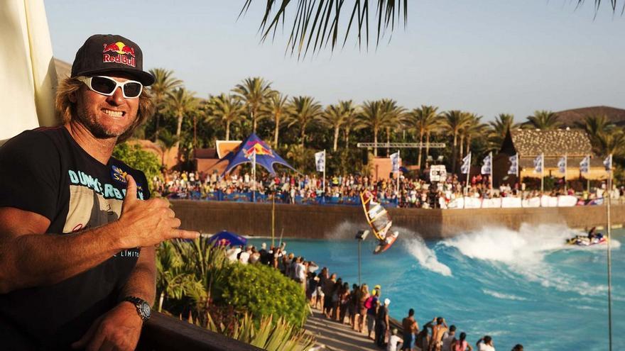 Bjorn Dunkerbeck, 41 veces campeón del mundo de windsurf, en Siam Park