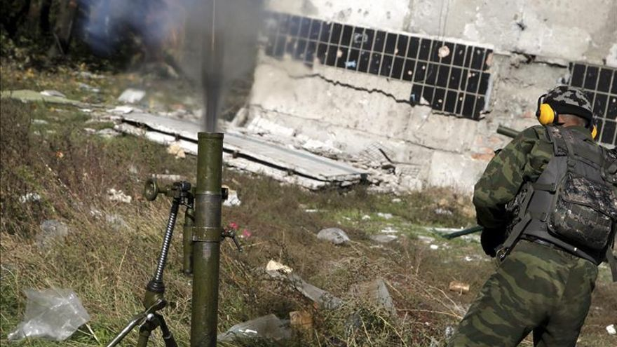 Los prorrusos anuncian que retirarán sus morteros del frente de Donetsk