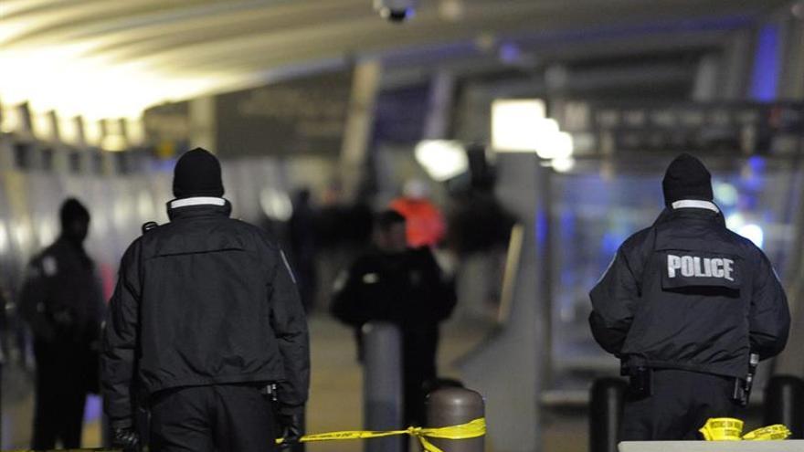 Un muerto en un tiroteo que causa el cierre del aeropuerto de Oklahoma en EE.UU.