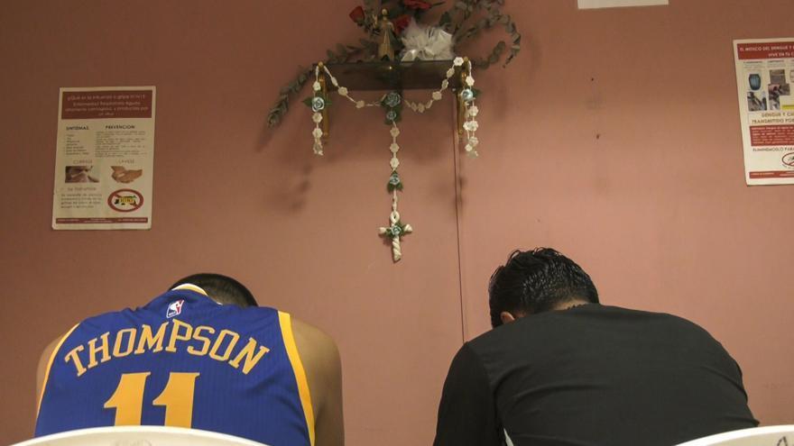 Jesús, ex-pandillero que ahora vive escondido en un retiro de la Iglesia.