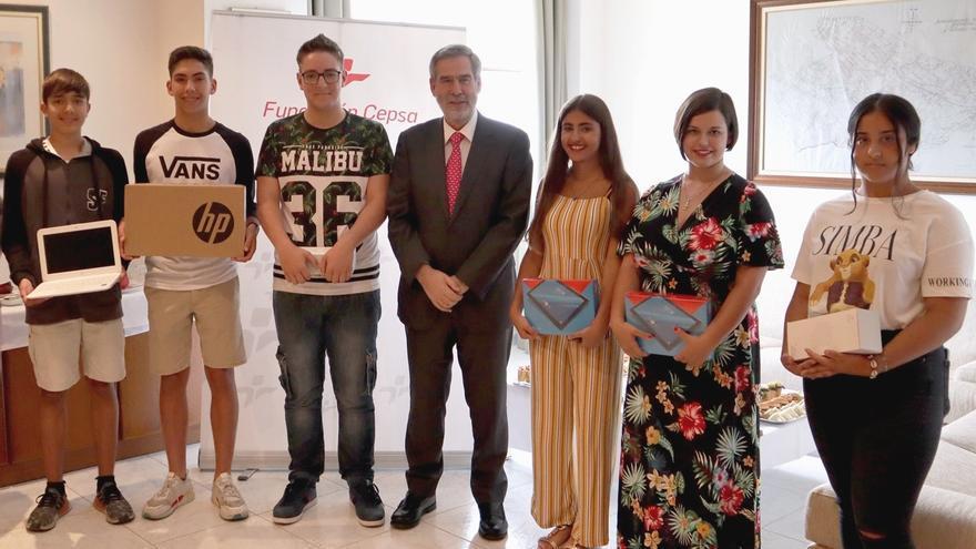 José Manuel Fernández-Sabugo, este viernes con alumnos que han recibidos las distinciones