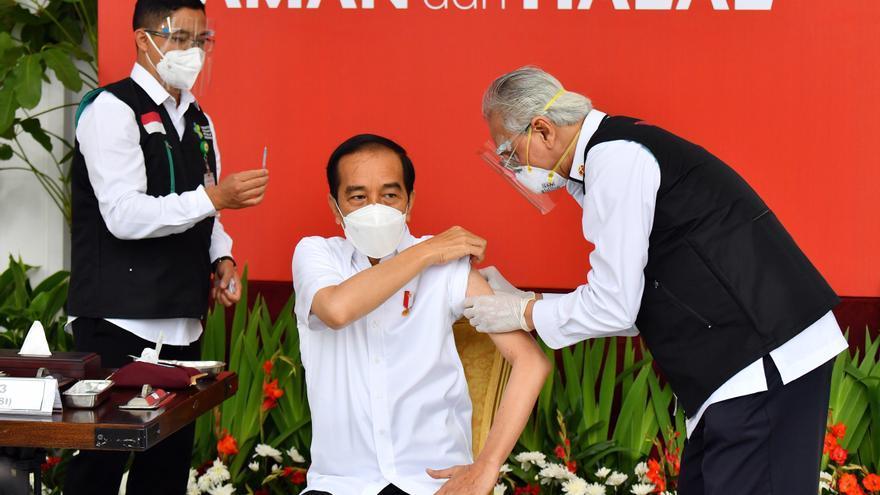 Indonesia inicia una ambiciosa campaña de vacunación plagada de retos