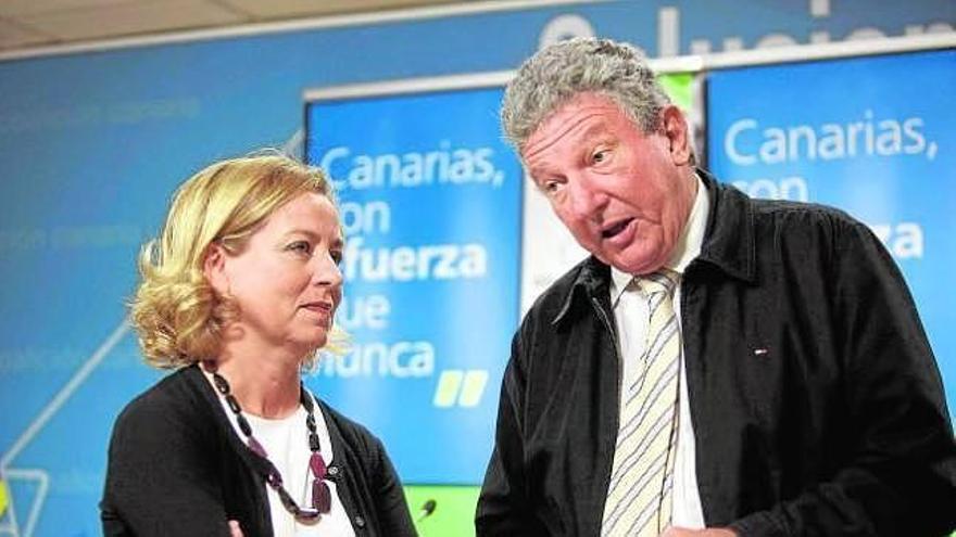 Ana Oramas, diputada por Santa Cruz de Tenerife de Coalición Canaria (CC), y Pedro Quevedo, diputado por Las Palmas de Nueva Canarias (NC), en la legislatura 2011-2015.