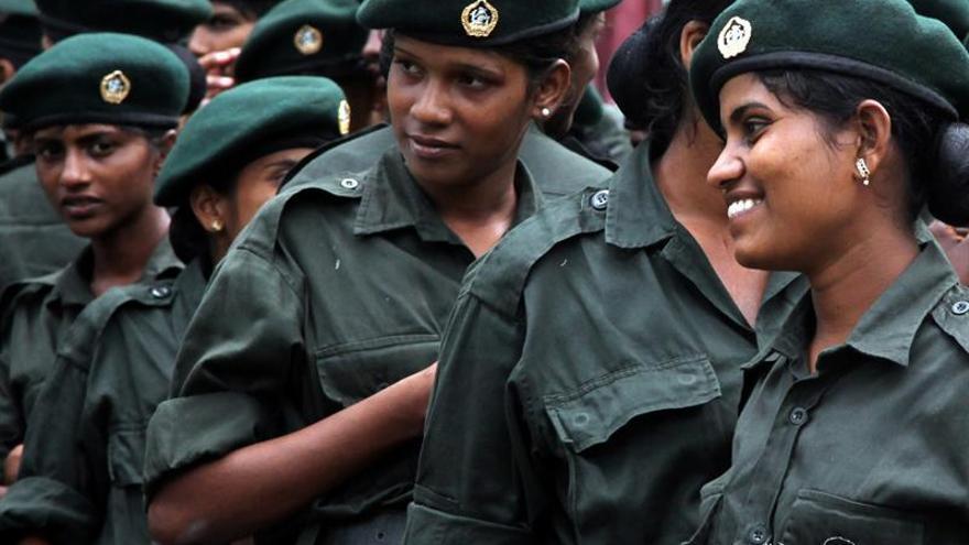 El Ejército de Sri Lanka toma una empresa petrolera estatal para asegurar el suministro