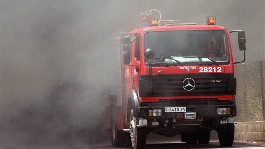 Desalojan a los trabajadores de una empresa de Alboraya afectada por un incendio