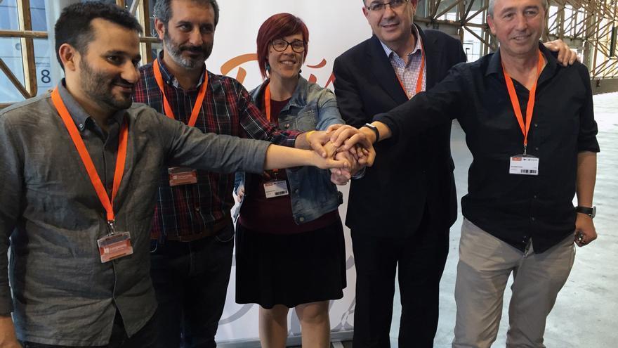 Vicent Marzà, Rafa Carbonell, Àgueda Micó, Enric Morera y Joan Baldoví escenifican el acuerdo para la dirección del Bloc