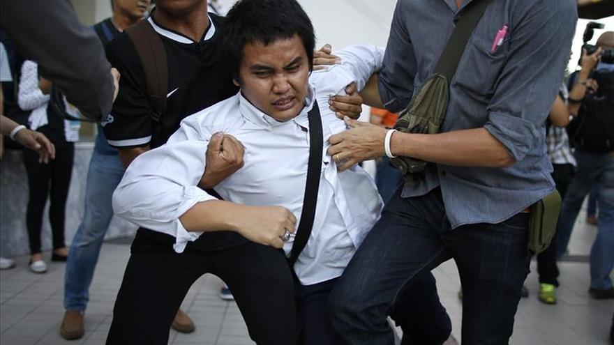 Tailandia libera a los estudiantes detenidos por criticar a la junta militar
