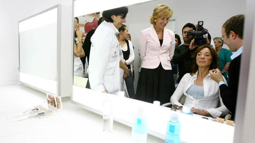 La expresidenta Esperanza Aguirre, de visita en el Ramón y Cajal.