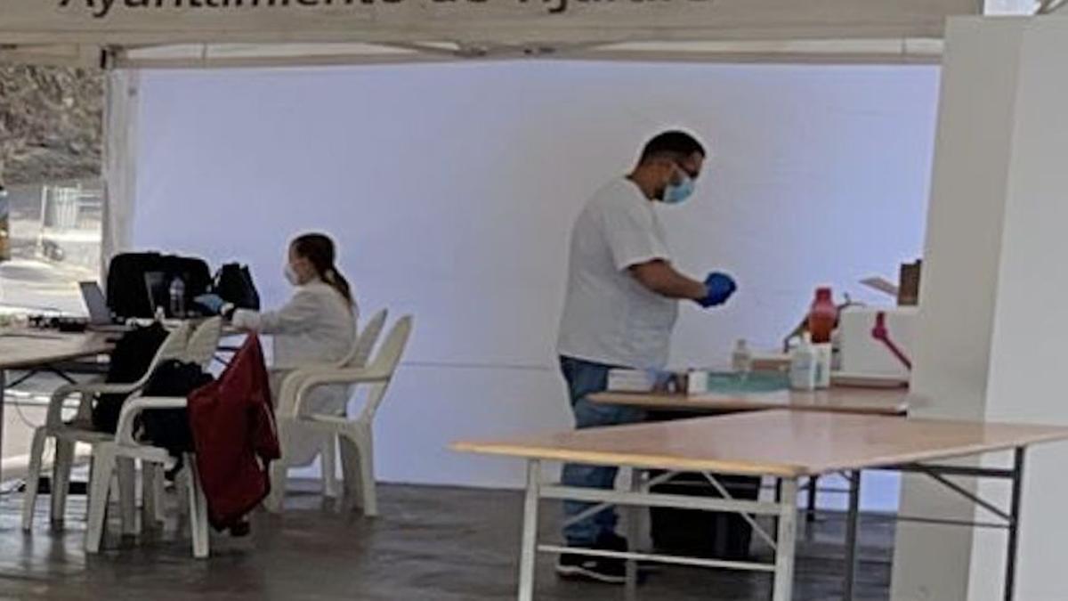 Equipo de vacunación contra la COVID-19 en La Palma.