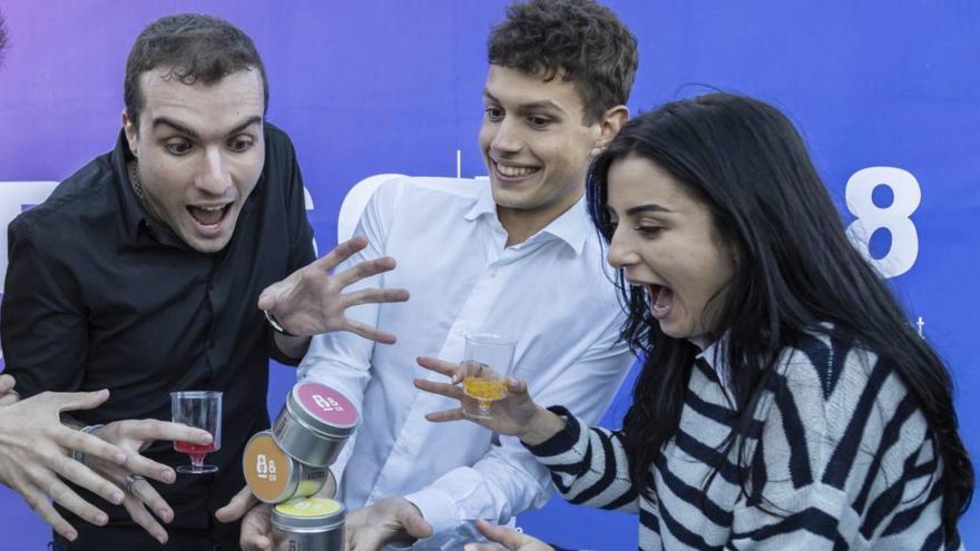 Ander Méndez, Julen Justa y Tamar Gigolashvili los tres jóvenes creadores de Ositos con alcohol