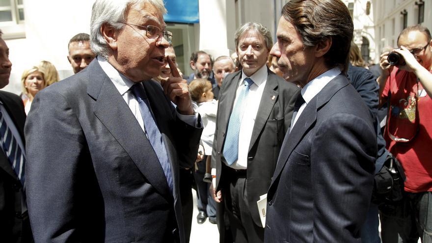 Los expresidentes del Gobierno Felipe González, consejero de Gas Natural Fenosa, y José María Aznar, asesor de Endesa. EFE/Juan Carlos Hidalgo