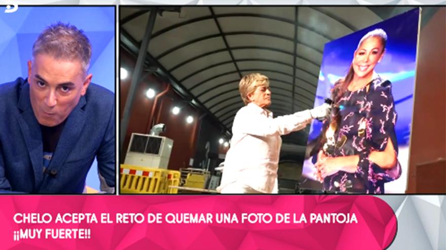 Chelo García Cortés quemó una foto de Isabel Pantoja en 'Sálvame'