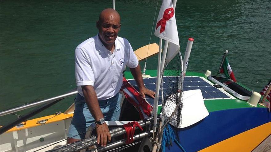 Aventurero que cruzó a remo el Atlántico completa su recorrido en Nueva York