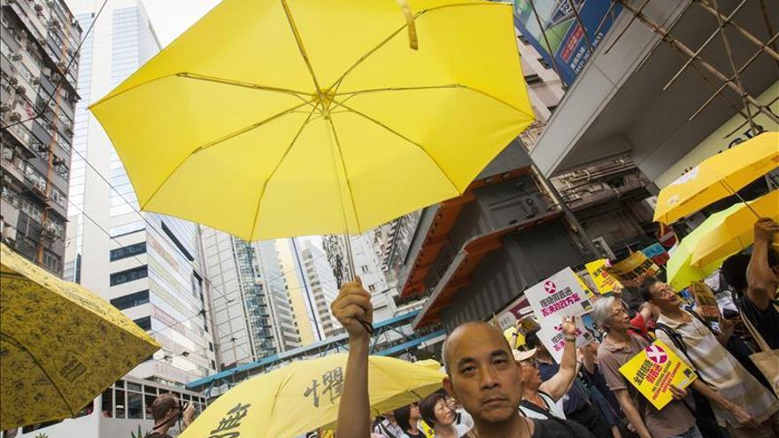 Los hongkoneses retoman las protestas prodemocracia con menor movilización