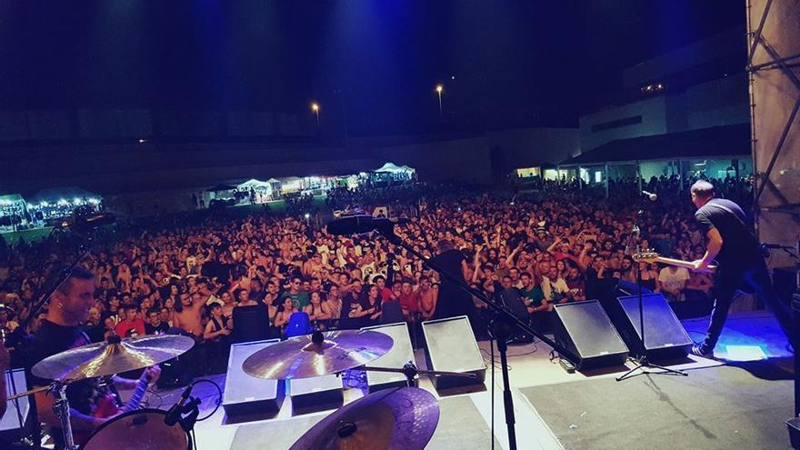 Vista del público del Marearock durante el concierto de Lendakaris Muertos