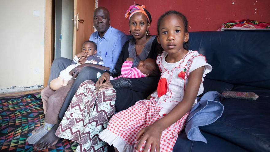 Rakey, Kisima y sus hijos serán deshauciados en mayo. Foto Juan Manzanara.