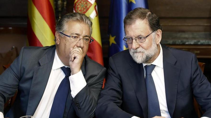 Zoido y Rajoy en una reunión con altos cargos policiales tras el atentado de Barcelona.