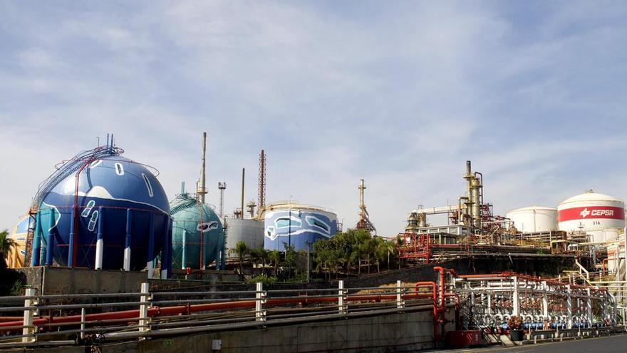 Vista parcial de las instalaciones de la Refinería de Santa Cruz de Tenerife.