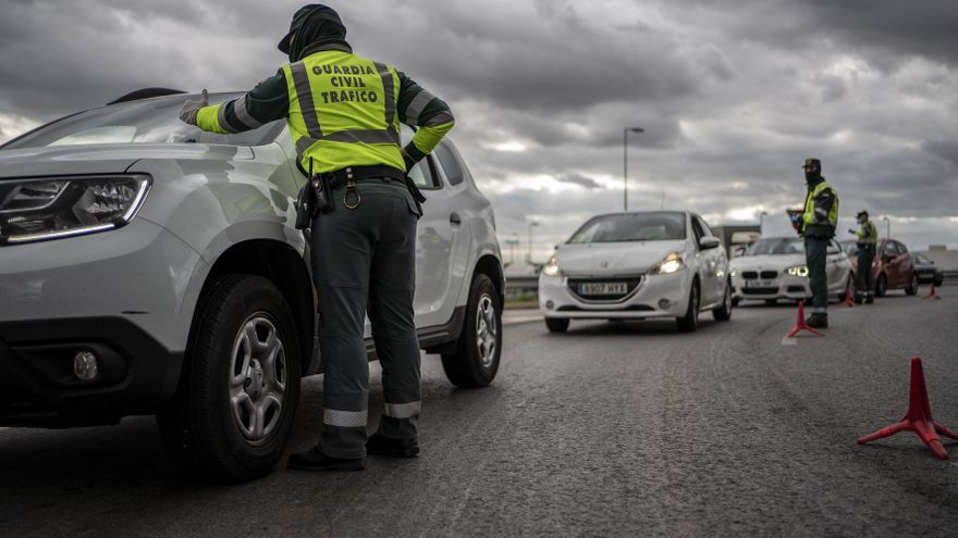 Dispositivo de control de la Guardia Civil en la salida 38 de la A2.
