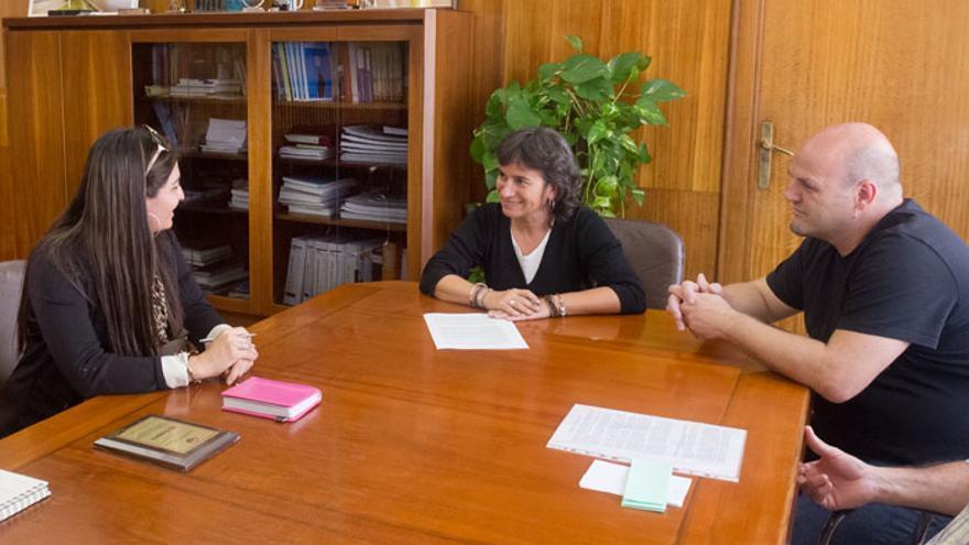 En el centro, la consejera de Derechos Sociales, Luisa Broto. Foto: Ayuntamiento de Zaragoza