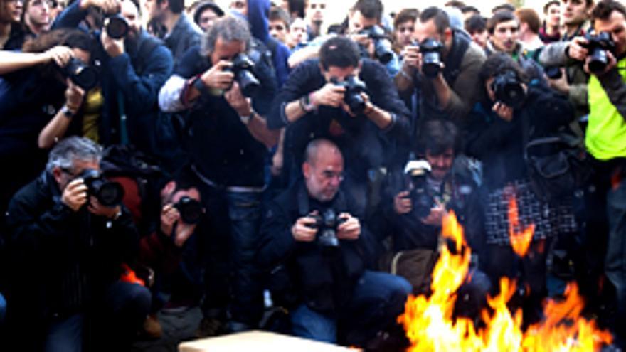"""""""No se salva nadie, los reporteros se la juegan en la 'guerra' por contar lo que 'está pasando' en las protestas"""""""