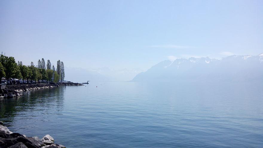 Los Alpes al fondo del lago Lemán.