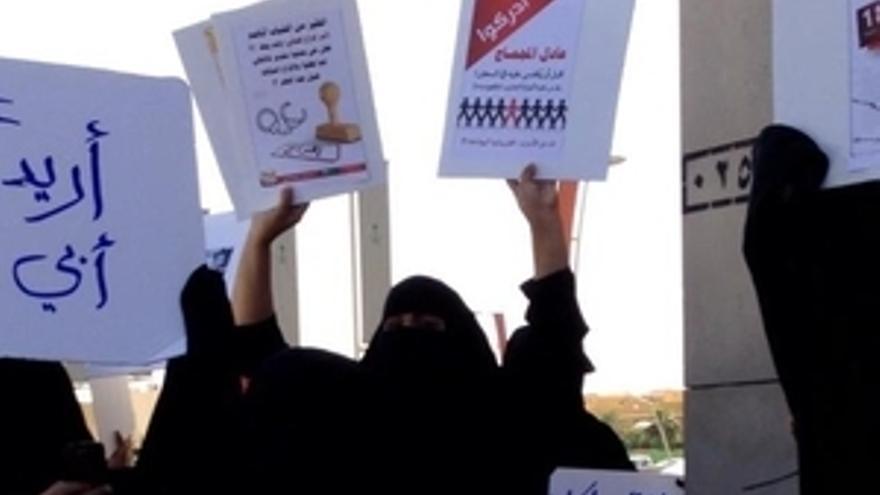 Mujeres que se manifestaban en Riad el 9 de febrero pasado fueron detenidas y sufrieron malos tratos. Tres de ellas aún continúan hoy en prisión. © Privado