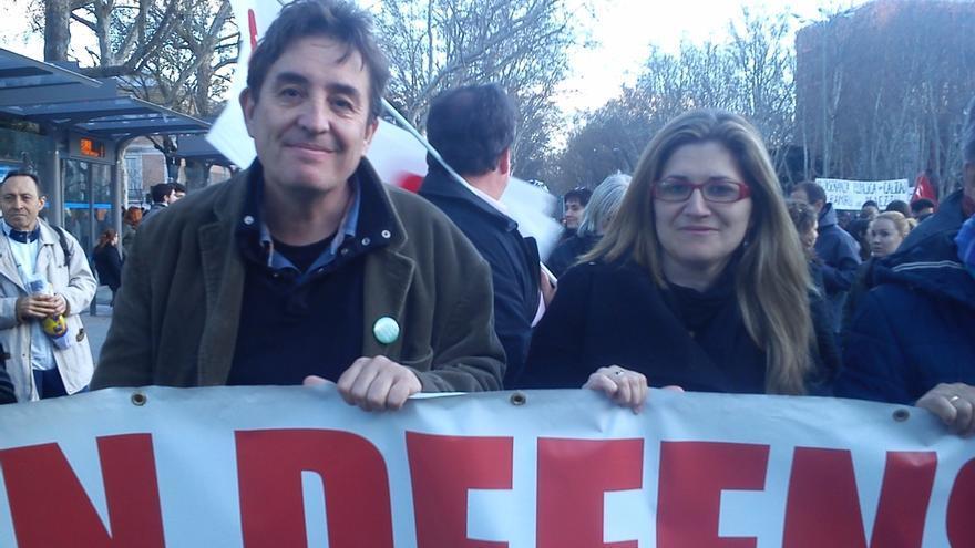 Los candidatos de IU en Madrid Luis García Montero y Raquel López.
