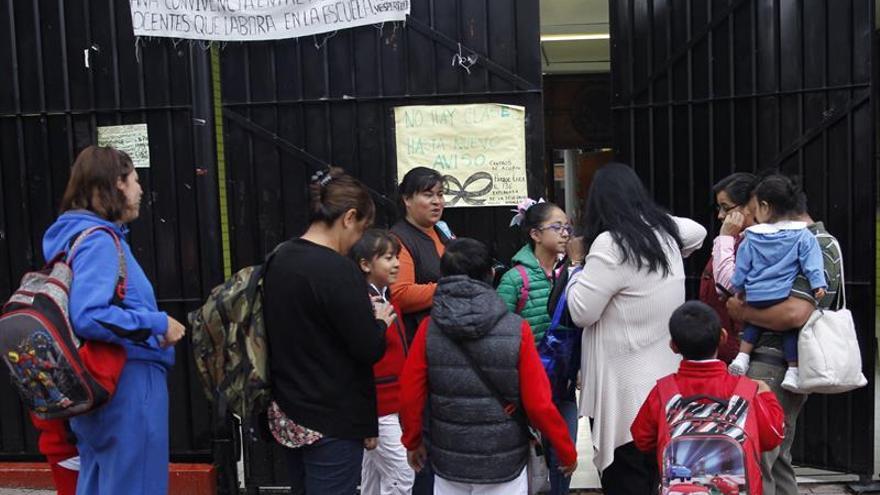 Un centenar de escuelas vuelven a dar clase en la Ciudad de México