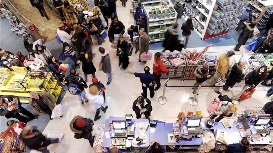 La confianza del consumidor de EE.UU. cierra mayo a su nivel más alto en 6 años