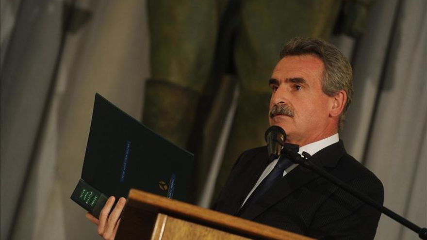 El ministro de Defensa argentino respalda el polémico nombramiento del jefe del Ejército