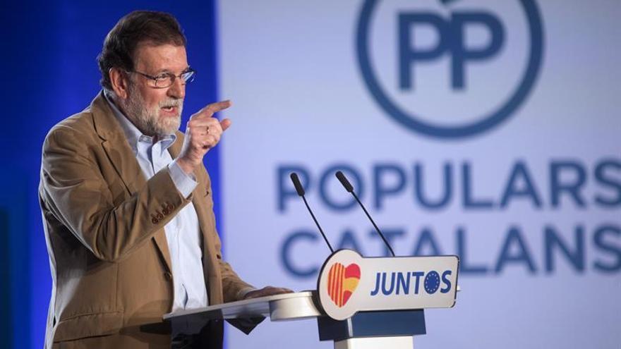 """Rajoy cree que los separatistas pierden apoyos y que tras el 21D """"llegará la calma"""""""