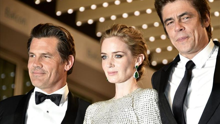 Benicio del Toro y Josh Brolin se dejan los tacones en el hotel